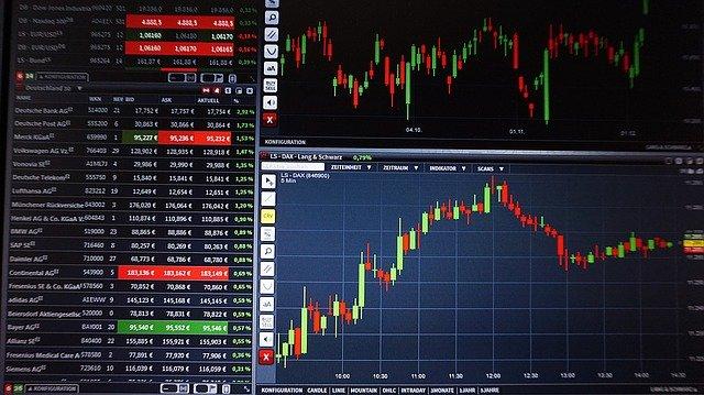 Op deze foto zie je hoe koersen kunnen gaan met beleggen in aandelen