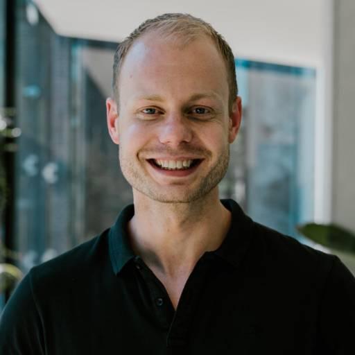Op deze foto zie je Tonny Loorbach, 1 van de 2 oprichters van Phoenix Software